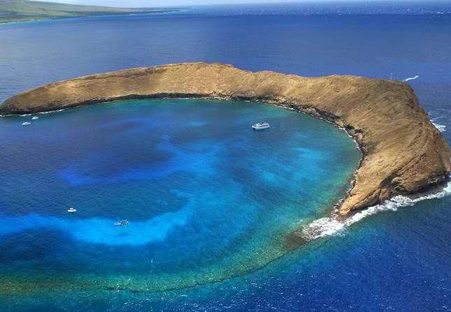 molakini island