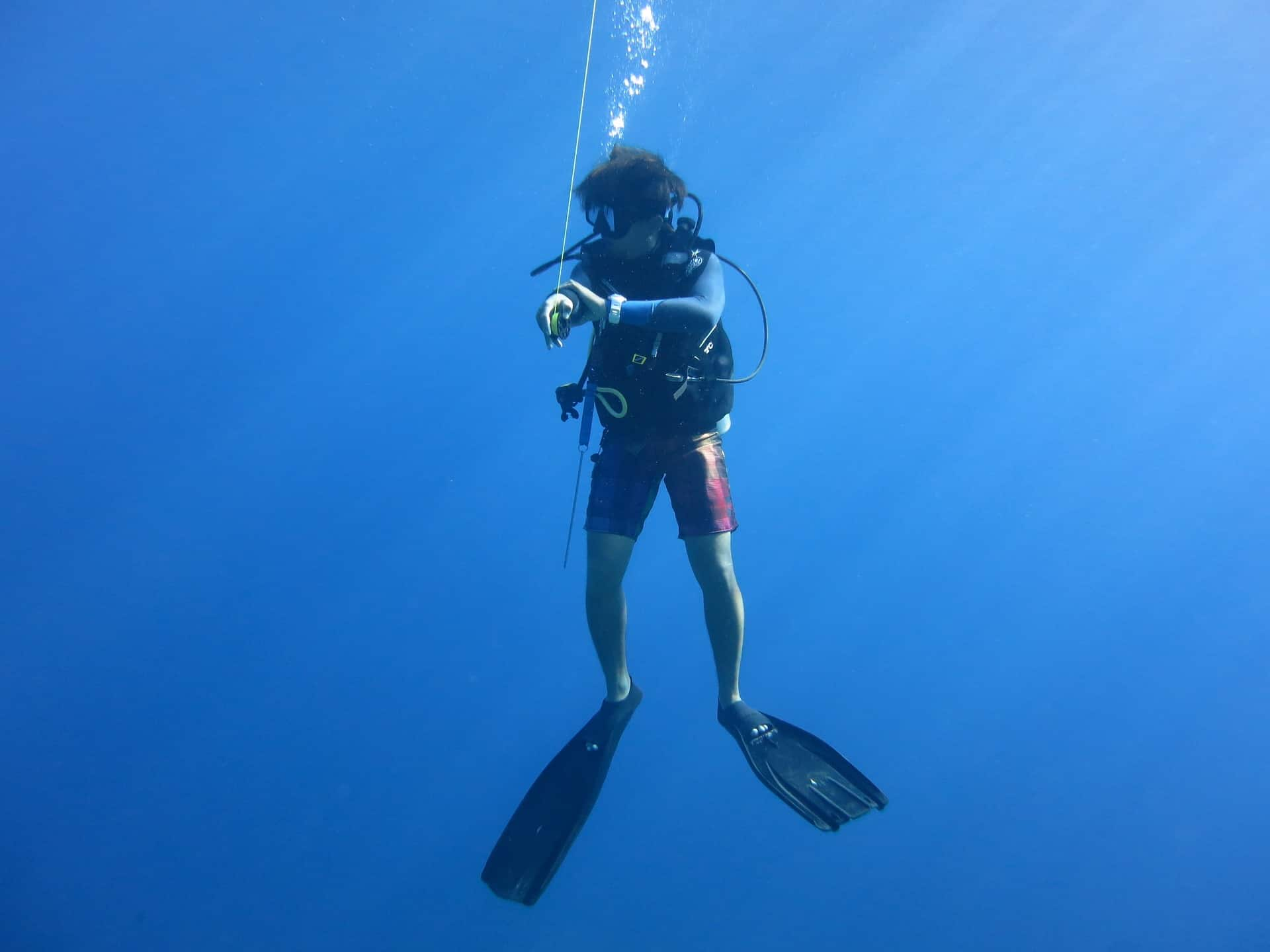 scuba diver in blue hole new mexico